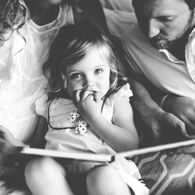 Pourquoi les papas doivent lire des histoires à leurs enfants?