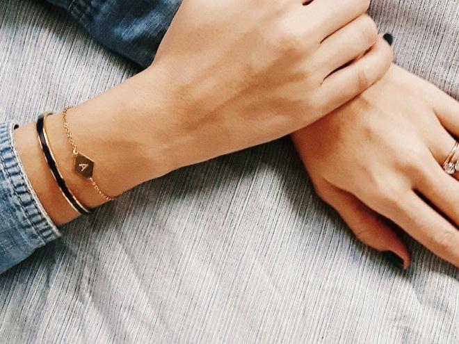 8_bracelet-lettre-dore-emoi-emoi