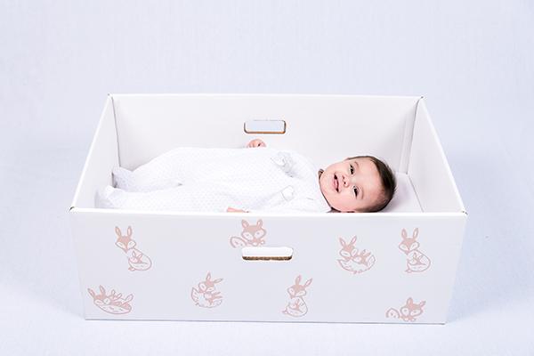 Baby box : prête à faire dormir votre bébé dans une boîte en carton ?