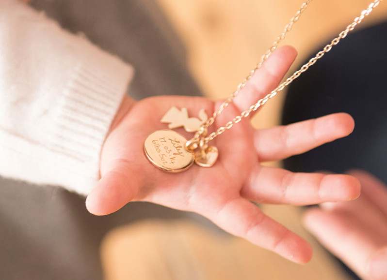 Cadeau de fête des mères: notre sélection de bijoux personnalisés à offrir