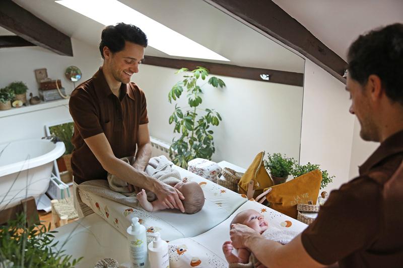 Conseils pour les premiers bains du bébé