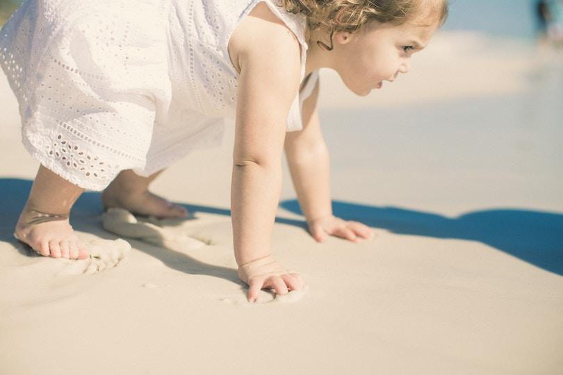 Premiers pas: comment accompagner son enfant vers la marche