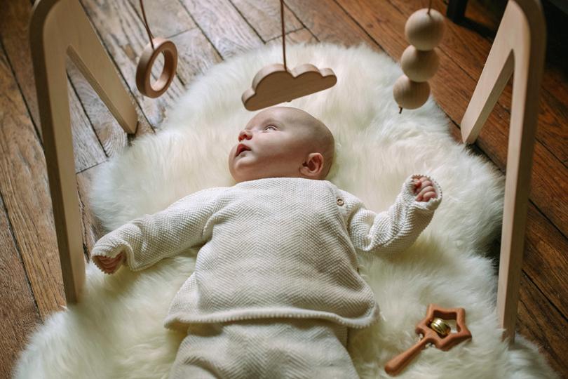 De 0 à 1 an, comment apprendre à jouer avec son bébé?