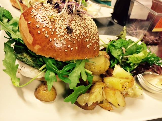 Lunch with kids in Lille: Burger Party at La Dinette