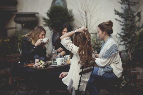 Mamans et non mamans: quand la maternité rebat les cartes de l'amitié