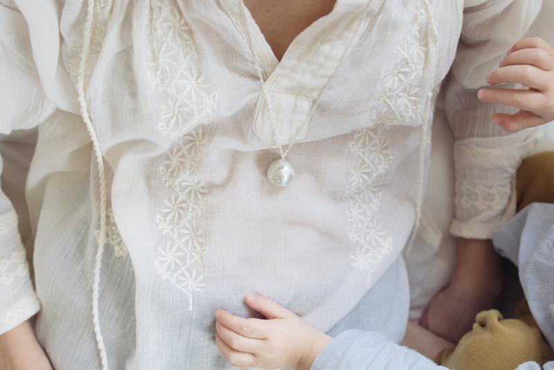 Pierre de naissance : un cadeau symbolique et précieux pour une future maman