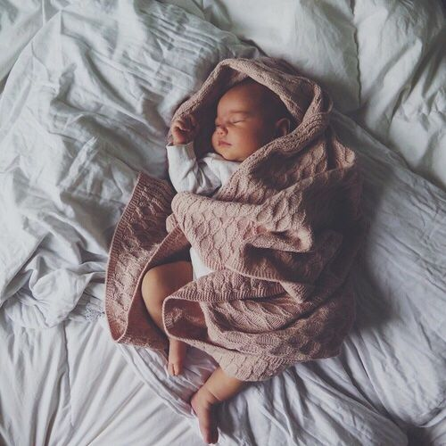 les plus jolis pr noms italiens pour petites filles les louves. Black Bedroom Furniture Sets. Home Design Ideas