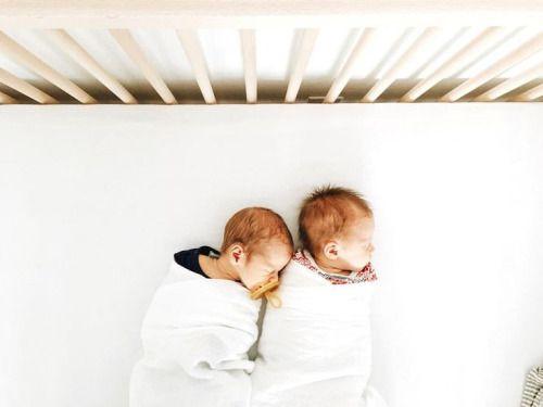 Nos idées de cadeaux de naissance pour des jumeaux