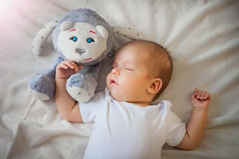 4 accessoires pour aider son bébé à faire ses nuits