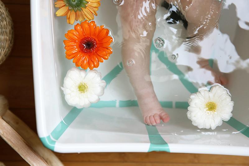 Premiers bains: les clefs pour un moment serein avec son bébé