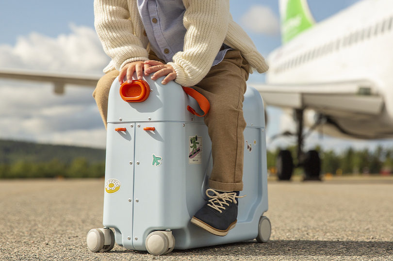 Flying with a child: How to prepare the perfect carry-on