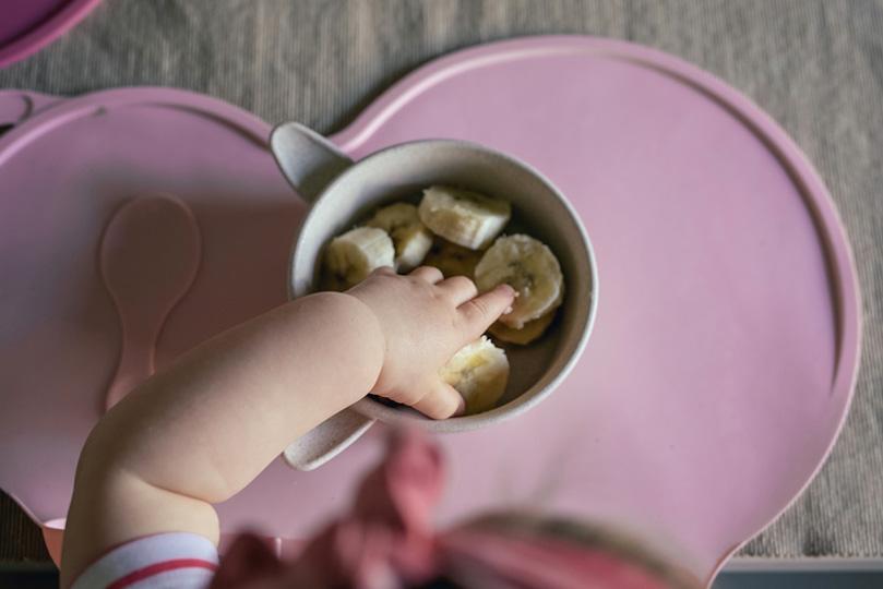Diversification menée par l'enfant(DME) : et si on laissait nos bébés manger seuls dès 6 mois?