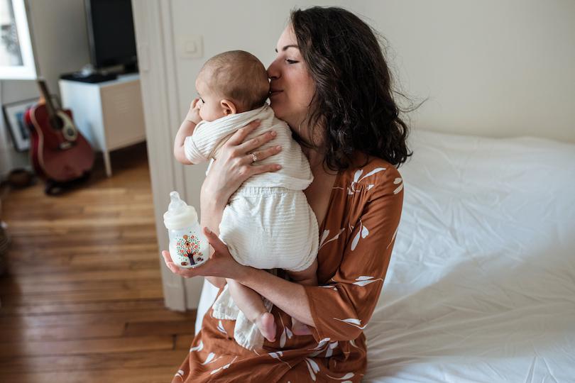 Biberons de lait maternel ou allaitement mixte: comment alterner sein et biberon?