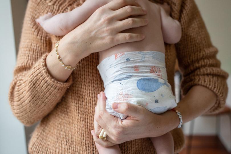 Premières nuits: faut-il changer mon bébé avant ou après la tétée ?