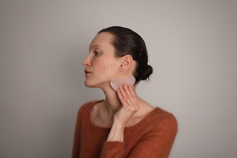 Yoga du visage: 4 exercices pour rajeunir vraiment