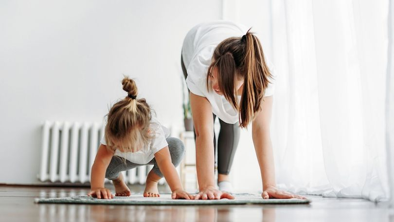 Petites séances de yoga en famille: comment pratiquer le yoga avec nos enfants?