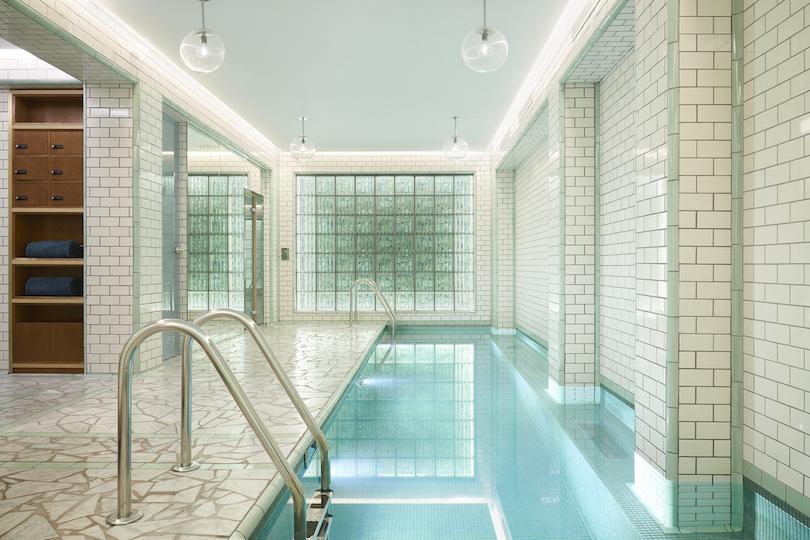 Hôtels à Paris avec piscine: 3 adresses pour un break sans les enfants