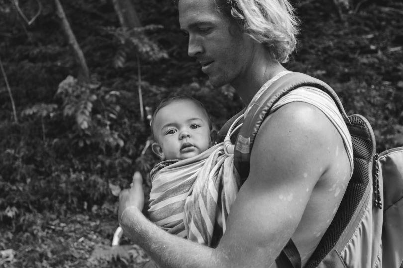 Portage du bébé : bienfaits et mode d'emploi pour choisir son mode de portage